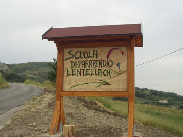 La bacheca della scuola realizzata da Nicolino D'Amelio