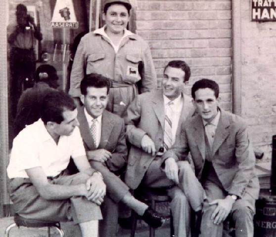 Al distributore di carburanti (primi anni 60)