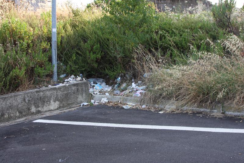 Immondizia in via pio ix in prossimit della piscina - Piscina comunale san salvo ...