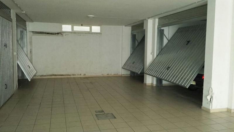 I ladri visitano i garage di due condomini di via grasceta for Disegni di addizione garage