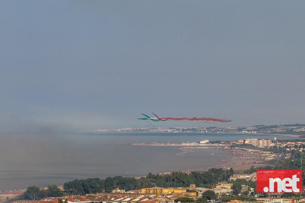 frecce tricolore  salutano San Salvo Marina (foto di Giomix68)