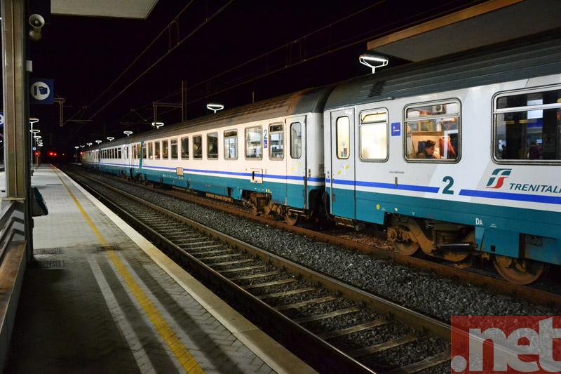 Un treno fermo dopo l'allarme del gennaio 2014