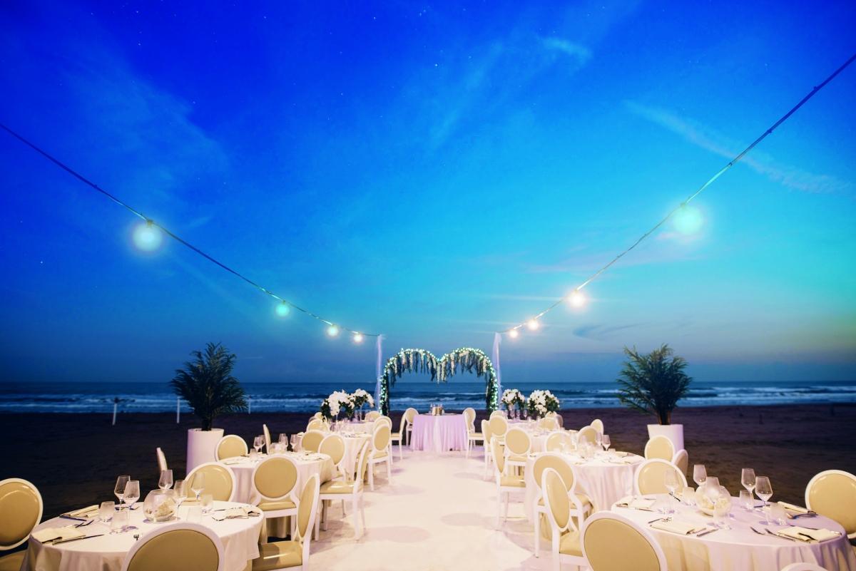 Matrimonio On Spiaggia : Il sogno di una cena di matrimonio in spiaggia si realizza solo