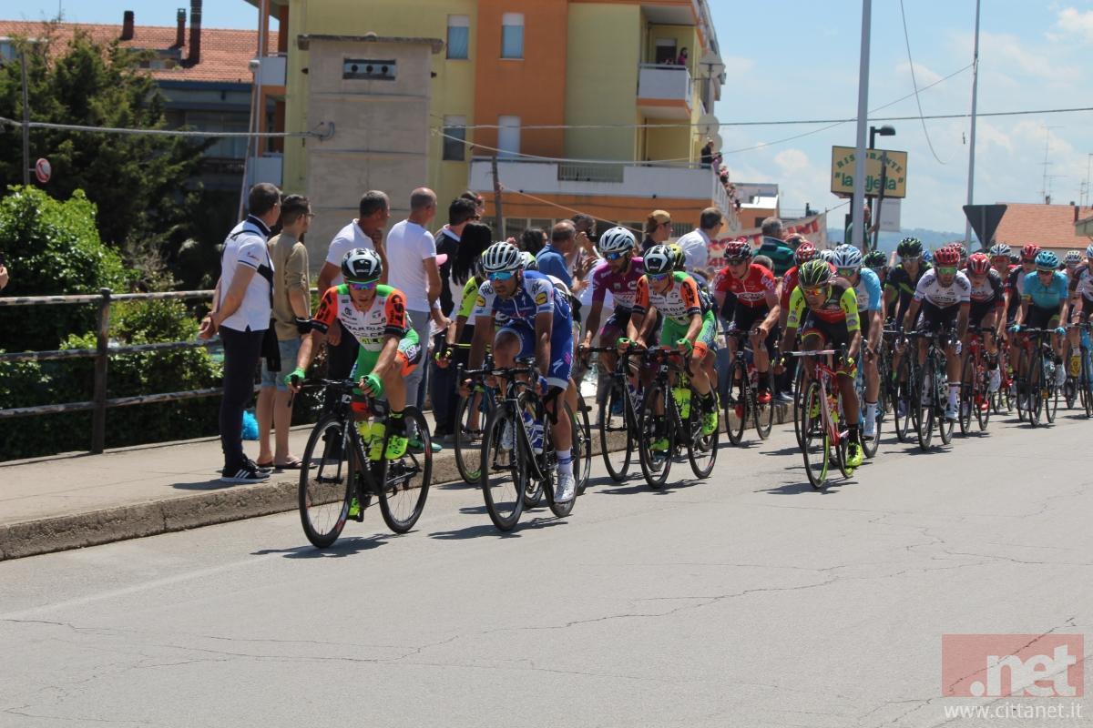 Giro d'Italia, Gaviria vince ancora: Dumoulin sempre leader della corsa
