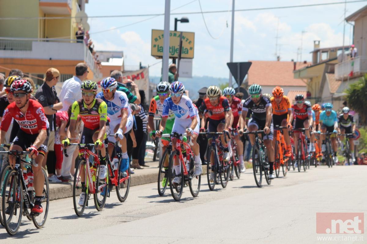 Partita da Reggio Calabria la sesta tappa del Giro d'Italia