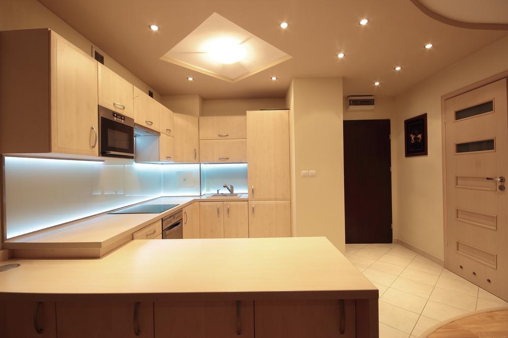 Idee per un\'illuminazione moderna della cucina